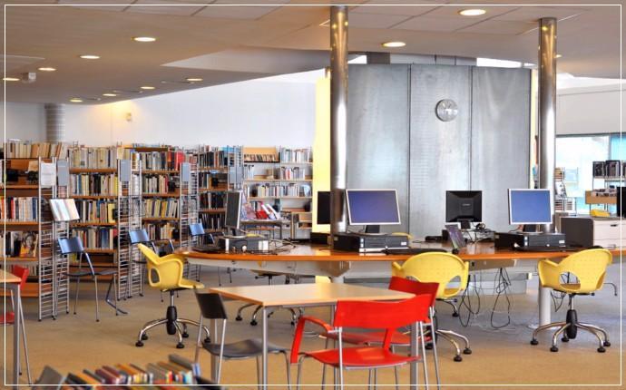 Postes Internet à la Bibliothèque de la Bastide - Bordeaux