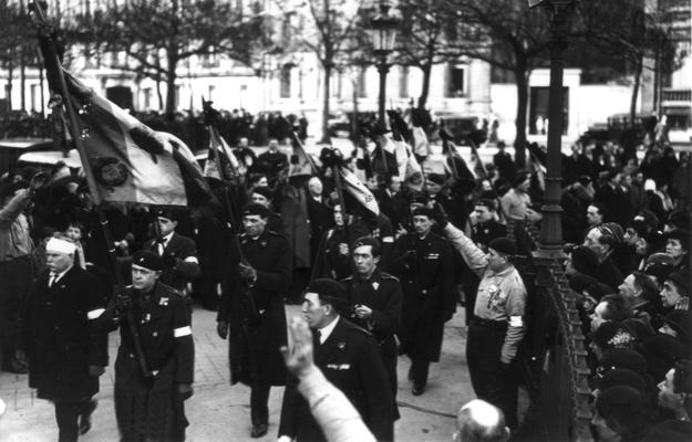 6fev1934-LaRepubliqueEstContestee