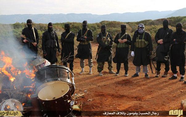 Autodafé - etat_islamique_brule_instruments_de_musique_non_islamique