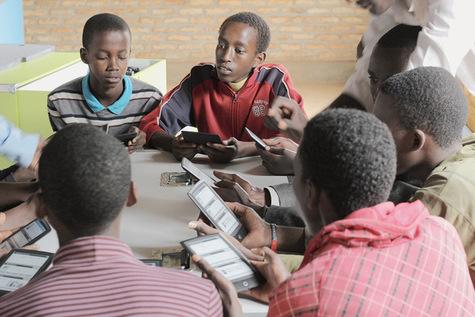 Le-metier-de-bibliothecaire-se-reinvente-dans-les-pays-emergents_article_main