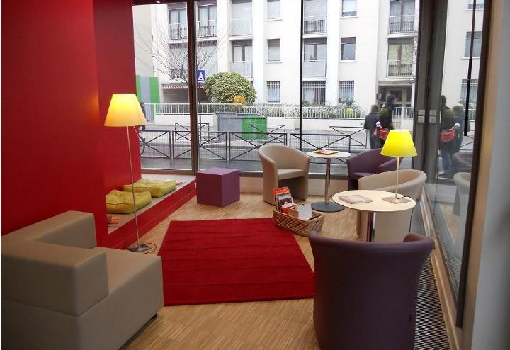 Bibliothèque Louise-Michel - Paris. Importance du mobilier et de l'architecture